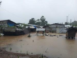 Kaddaiparichchaan_IDP_camps_flooded_01