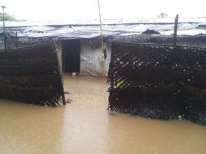 Kaddaiparichchaan_IDP_camps_flooded_02
